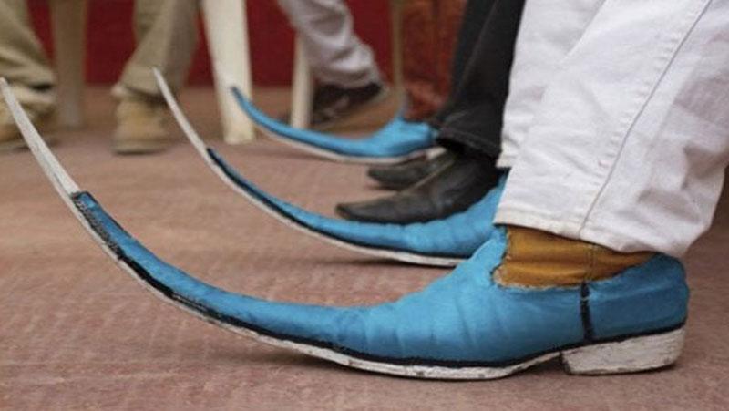 इन जूतों को पहनने के लिए हिम्मत चाहिए, कुछ जूतों को देखकर दिमाग चकरा जायेगा