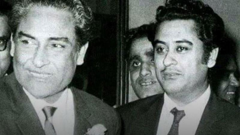 जब किशोर कुमार के पैर पर पैर रखकर अशोक कुमार ने करवाई थी एक्टिंग, मजेदार है किस्सा