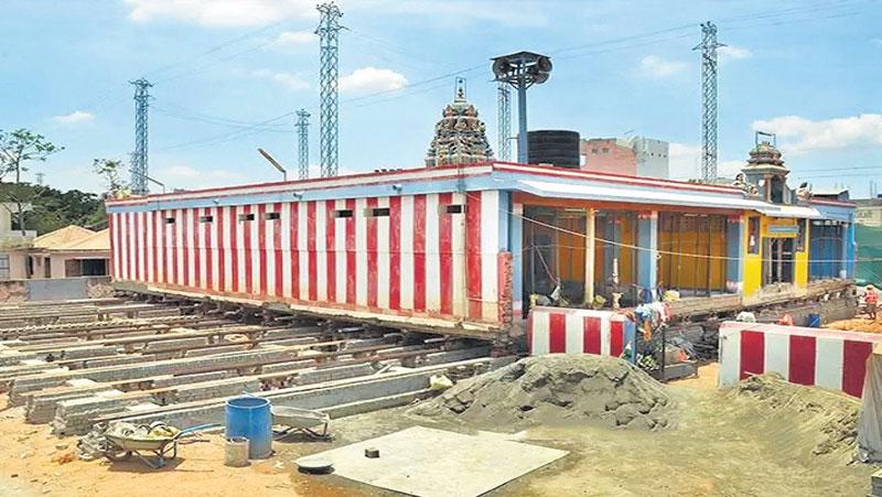 जानिए किस लिए  21 साल पुराने इस मंदिर को अपनी जगह से खिसकाया जा रहा हैं...