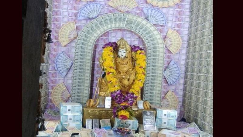 5 करोड़ रूपये से सजी मूर्ति,दीवारों पर नज़र आते नोट ही नोट मंदिर का क्या हैं रहस्य..जानिए..