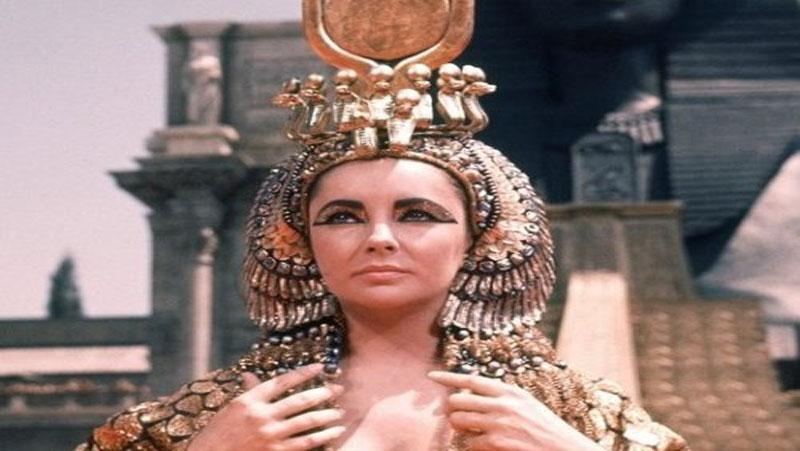 खूबसूरत दिखने के लिए गधी के दूध से नहाती थी ये रानी..जानिए पूरी सच्चाई