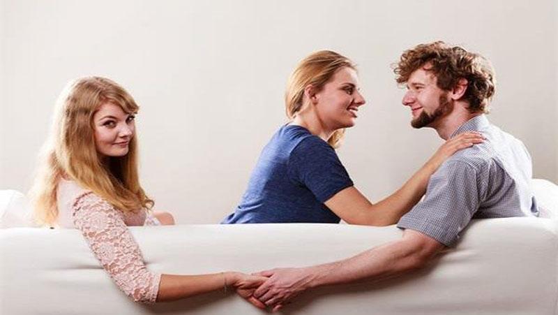 आपका बॉयफ्रेंड या पार्टनर कितना वफादार हैं या फिर नहीं इन 4 बातों से जानिए..
