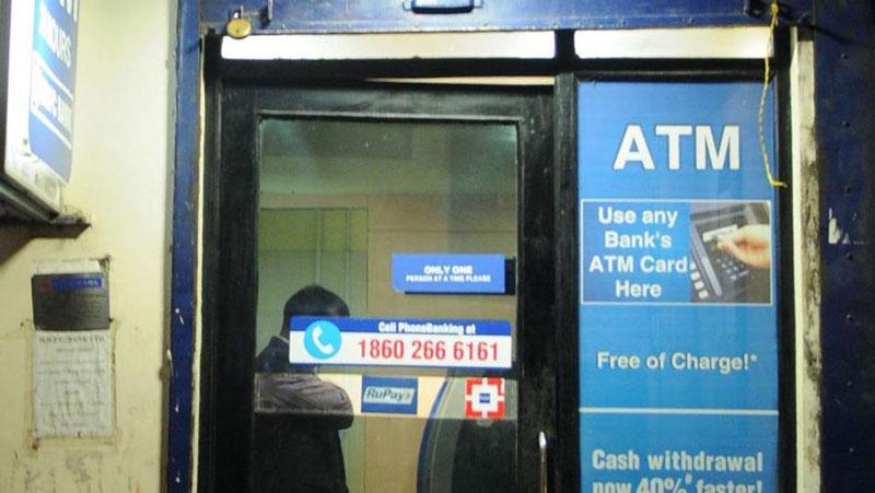 इस व्यक्ति के ATM में दिखाया 99.87 cr. का बैलेंस, पर निकल नहीं पाया.. जानिए क्यों