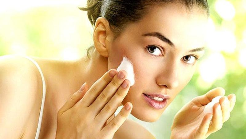 गर्मियों में अपनी दमकती त्वचा को चमकाने के लिए करें ये उपाय.. आप भी