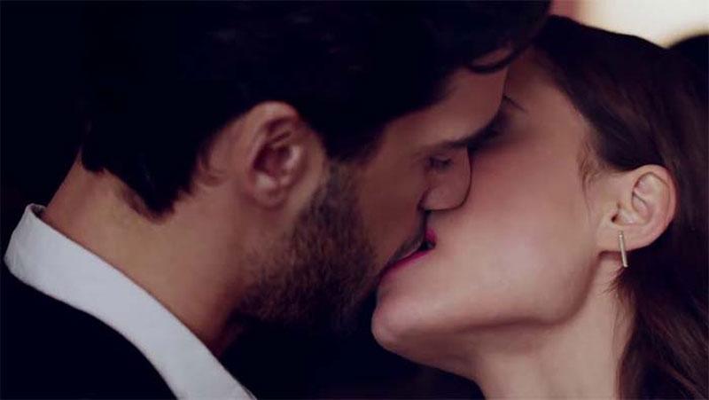 डीप किस या फ्रेंच किस करने से गले में होता है, इस बीमारी के होने का खतरा..