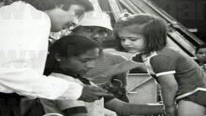 बॉलीवुड शहंशाह अमिताभ बच्चन ने इस एक्ट्रेस के साथ अपनी एक पुरानी तश्वीर, सोशल मीडिया पर शेयर की...