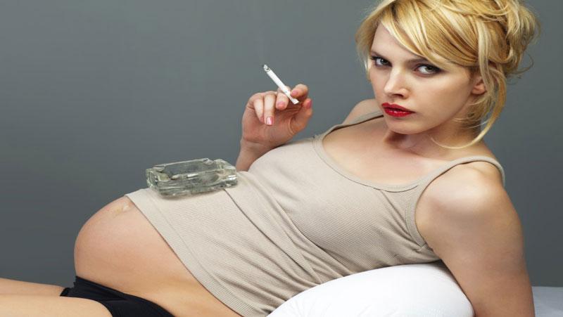 गर्भवती महिलाओं के सिगरेट पीने से हो सकते है बच्चे इस बीमारी के शिकार, रिसर्च का खुलासा..