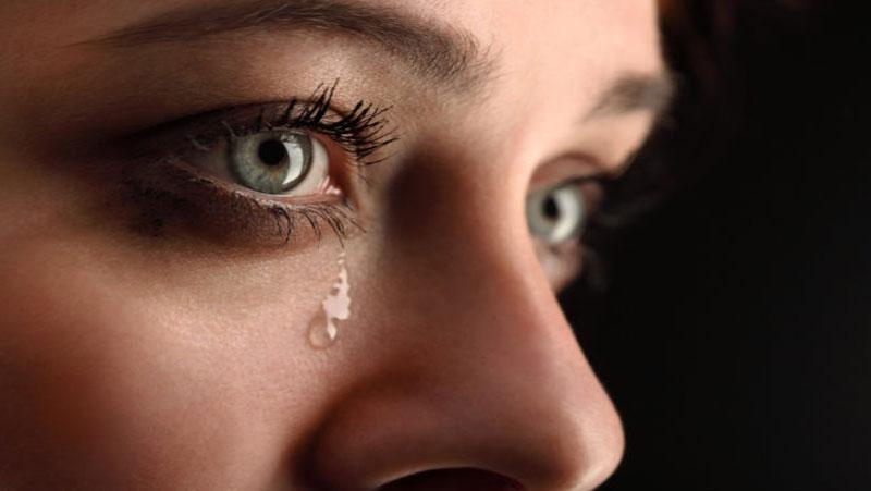 सबसे हटकर होती है ये लड़कियां जो छोटी छोटी बातो पर रो जाती है | क्या आप जानते है इनकी ख़ास बातें...