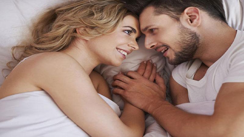 संबंध बनाते समय महिलाएं पुरुषों की इन 5 चीजों पर करती है गौर, जानें एक्सपर्ट्स की राय..