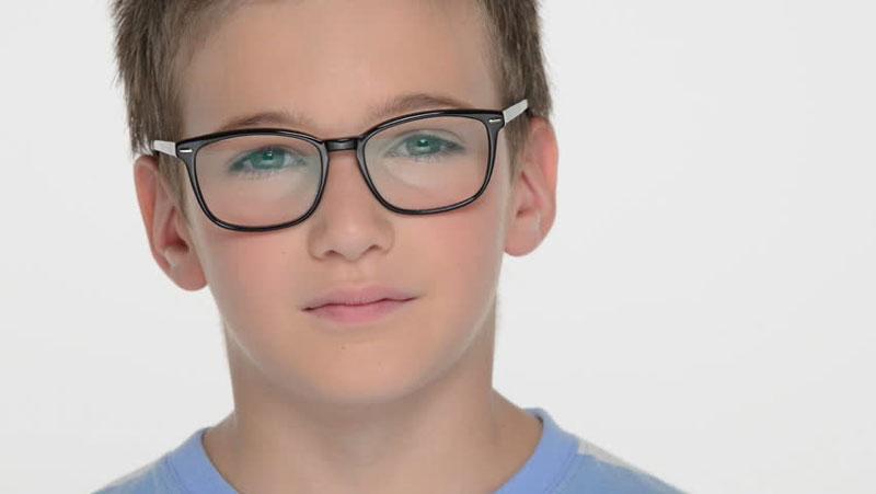 क्या आपकी आँखों की रौशनी कम हो रही है और आप चश्मा नहीं लगवाना चाहते है तो आप अवश्य ही करे ये उपाय नहीं लगेगा चश्मा |