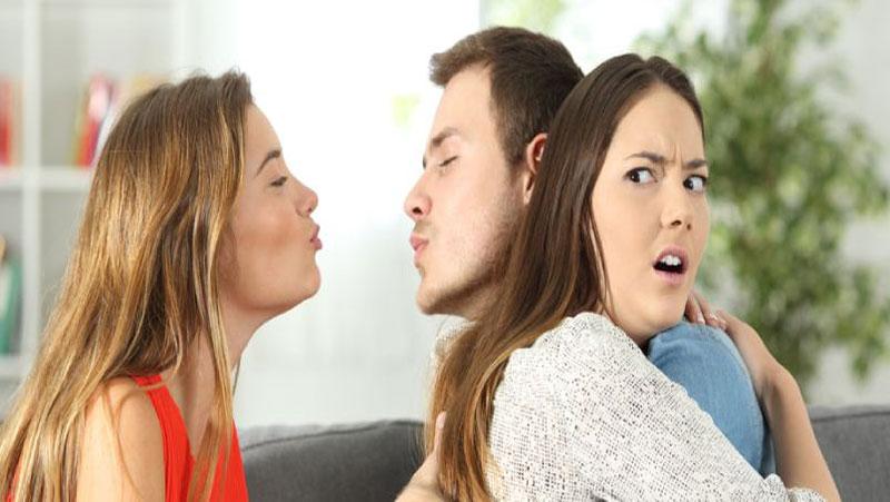 पति की वफ़ादारी का टेस्ट लेना चाहती है तो अपनाये ये 3 उपाय, कितना सच्चा है आपके पति का प्यार पता चल जायेगा...